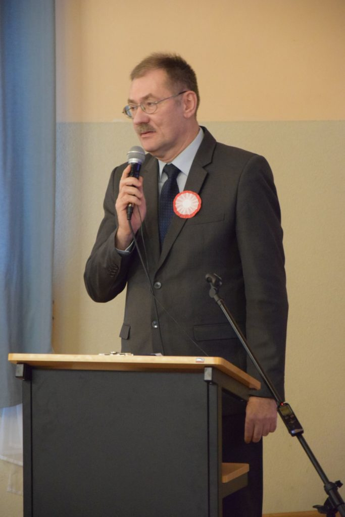 Uroczystość nadania imienia i sztandaru Szkole Podstawowej w Dobrzykowicach