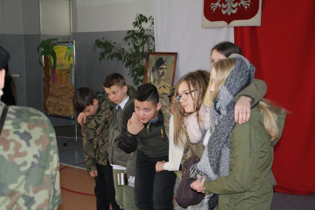ubileusz 15-lecia nadania Szkole Podstawowej nr 73 we Wrocławiu imienia Generała Władysława Andersa