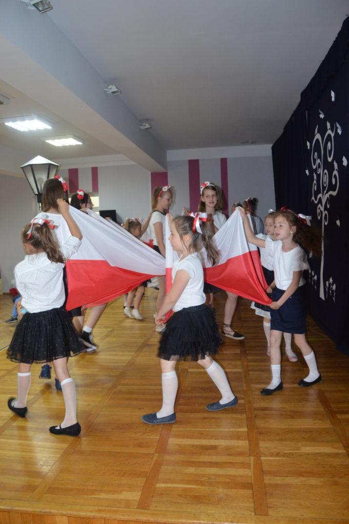 Obchody 100-lecie odzyskania przez Polskę niepodległości w Szkole Podstawowej nr 1 w Kamiennej Górze