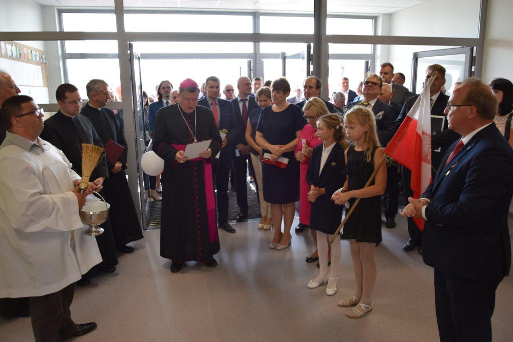 Uroczystość otwarcia nowego kompleksu szkolnego w Dobrzykowicach