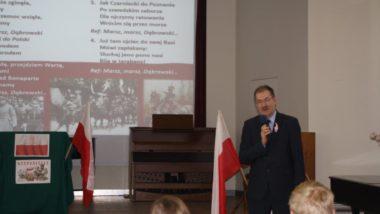 Patriotyczne śpiewanie z udziałem Dolnośląskiego Kuratora Oświaty w Zespole Szkół Teleinformatycznych i Elektronicznych we Wrocławiu