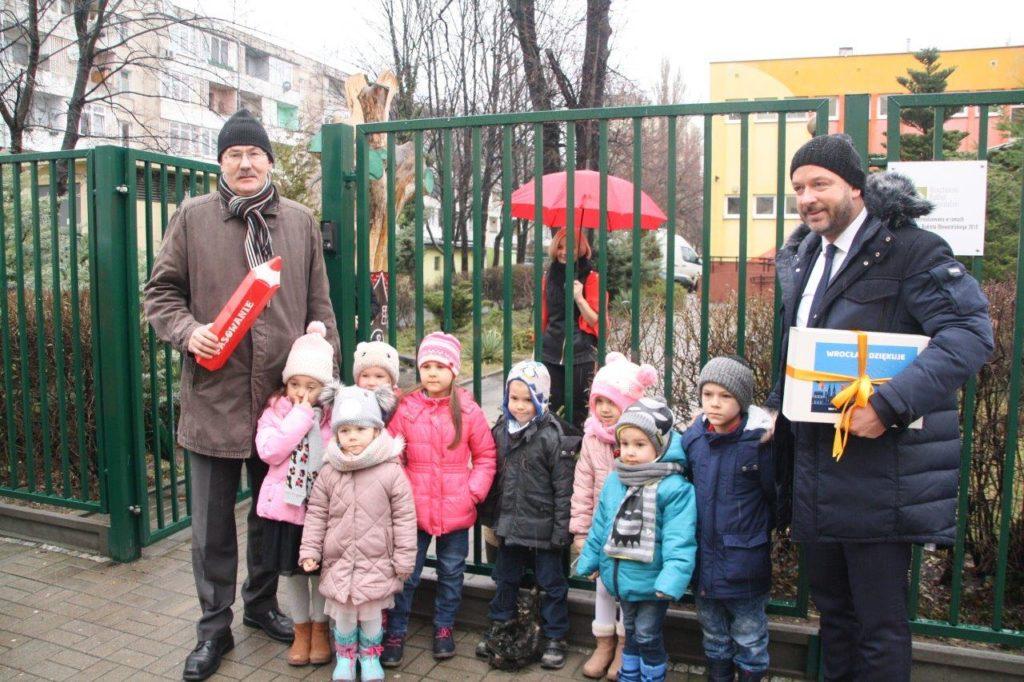 Pasowanie Krasnala Integracjanka na przedszkolaka Przedszkola Integracyjnego nr 93 we Wrocławiu