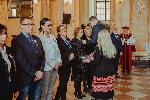 Dolnośląski Kurator Oświaty wręczył pracownikom naukowym Medale Komisji Edukacji Narodowej