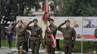 uroczystości z okazji Dnia Sybiraka, upamiętniającej 82. rocznicę agresji sowieckiej na Polskę zorganizowanej pod pomnikiem Zesłańców Sybiru na Skwerze Sybiraków we Wrocławiu